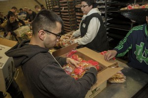 _Marines_package_food_for_charity_at_the_Greater_Boston_Food_Bank_150317