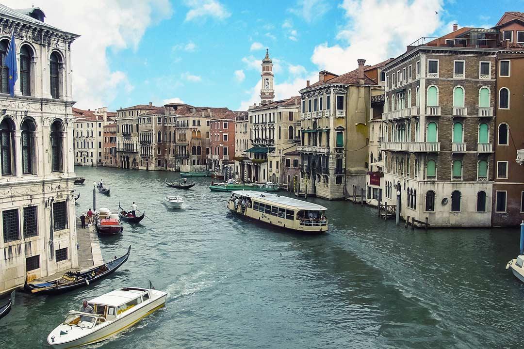 I vaporetti nei canali di Venezia